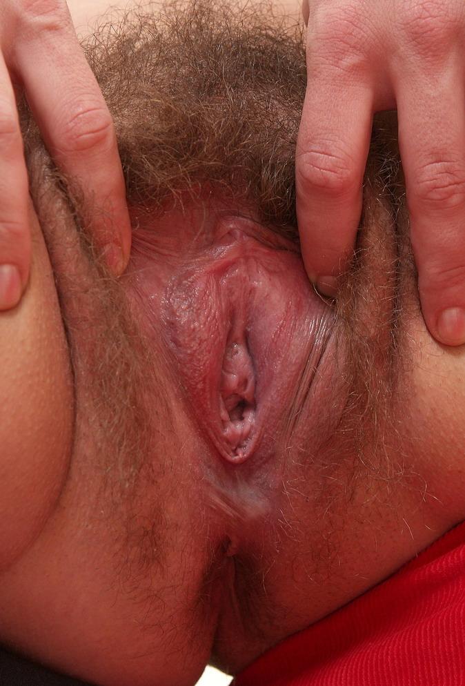 vagini-v-sperme-pod-stringami