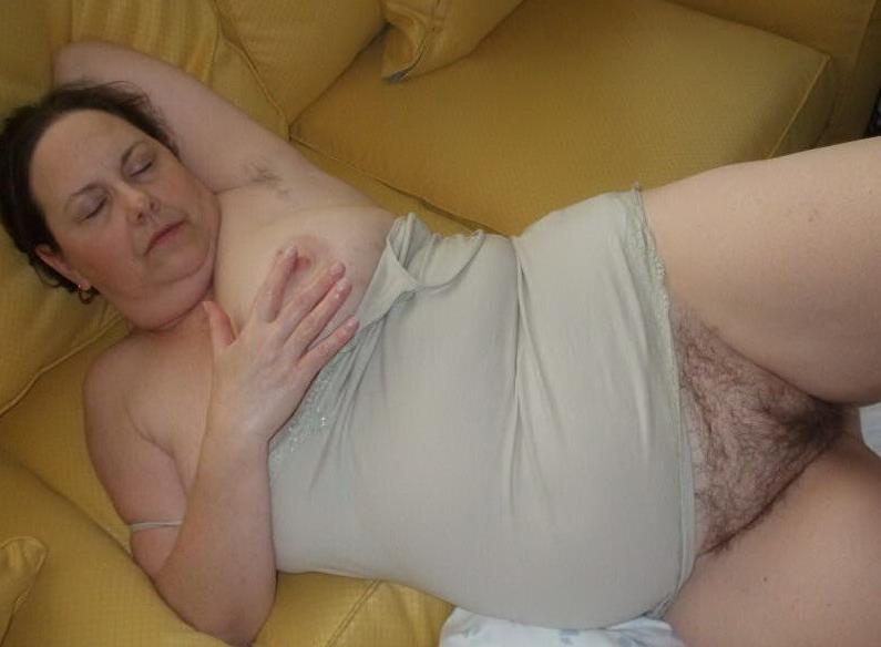 Фото голой спящей бабки